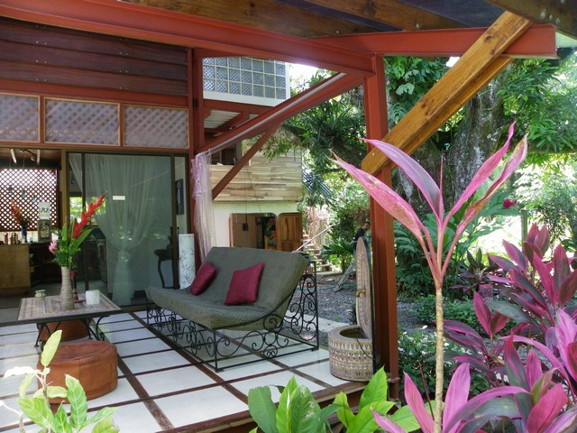Casa del Mango vacation home patio